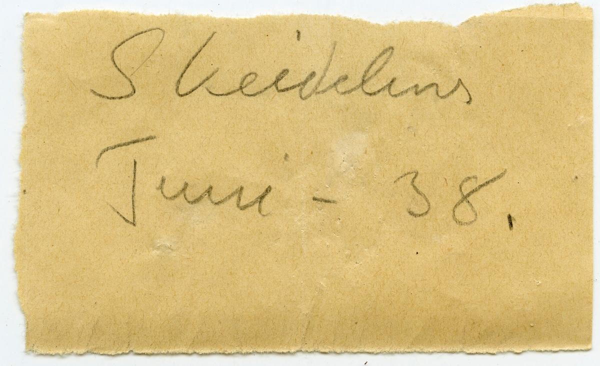 Lapp i eske: Skeidehus Juni - 38  Etikett i eske: Skeidehus, Kongsberg Juni - 1938 Neumann