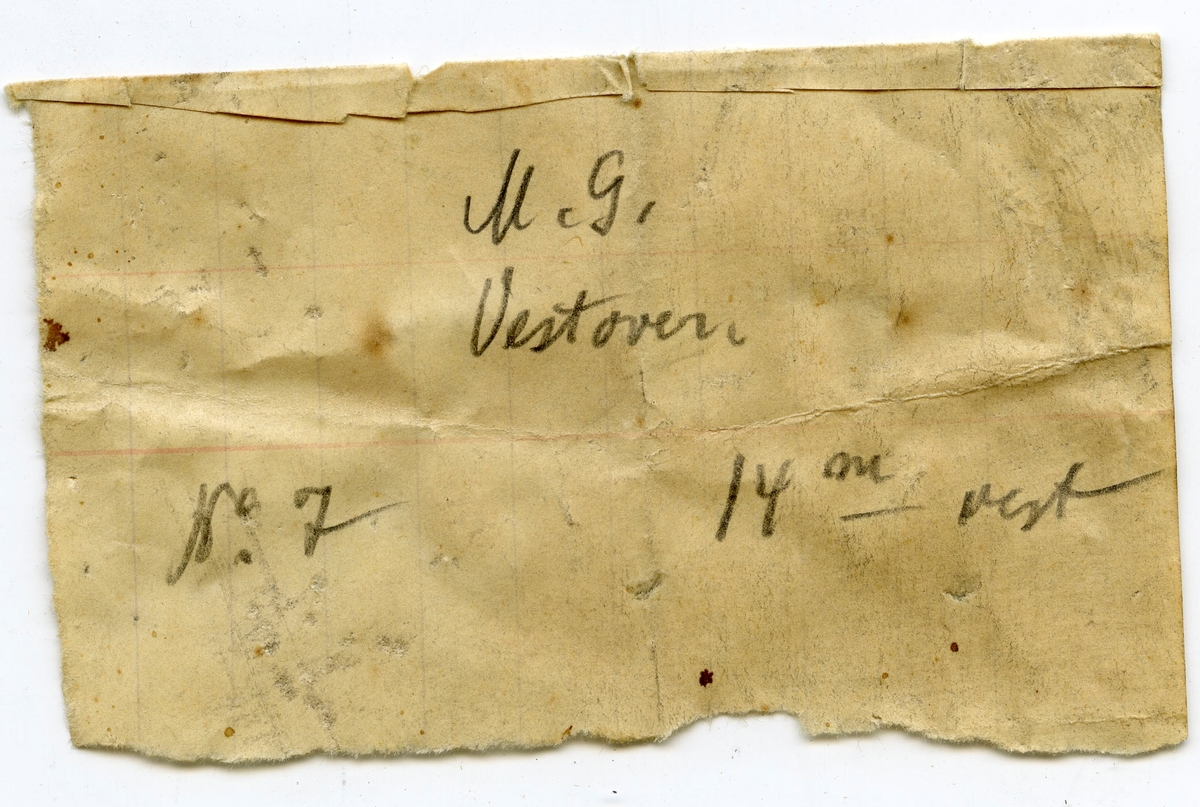 Lapp i eske: M.G. vestover No 7. 14 m vest