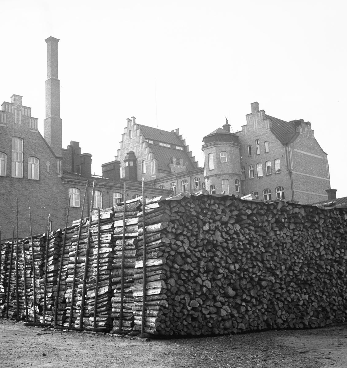 Murénska badhuset gård. Vedtravar 1941