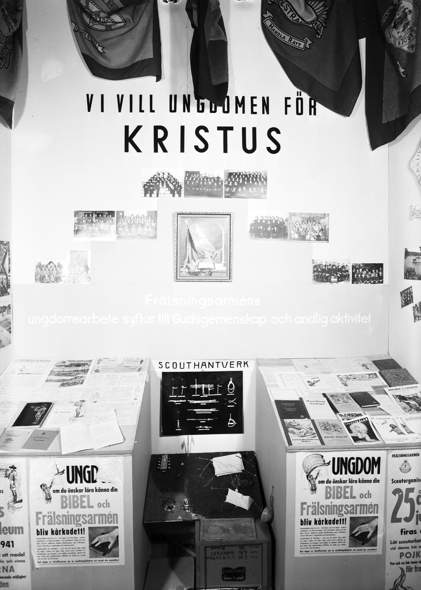 """Ungdomsutställningen """"Ungdomen Vill och Kan"""". Engelska Frälsningsarmén. Den 4 oktober 1941"""