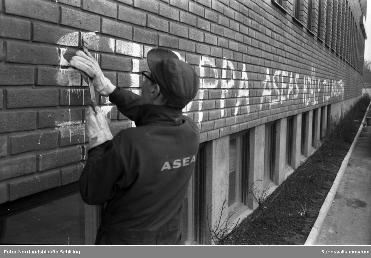 Klotter på ASEA-huset vid Fridhemsgatan 122.