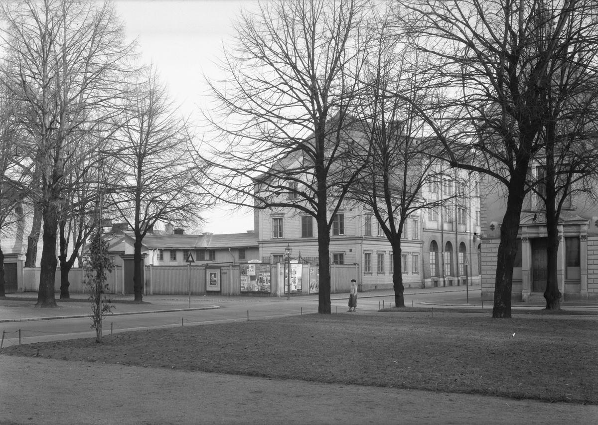 Korsningen Ruddammsgatan och Norra Rådmansgatan taget från esplanaden. Själanderska skolan till höger, Gävle.