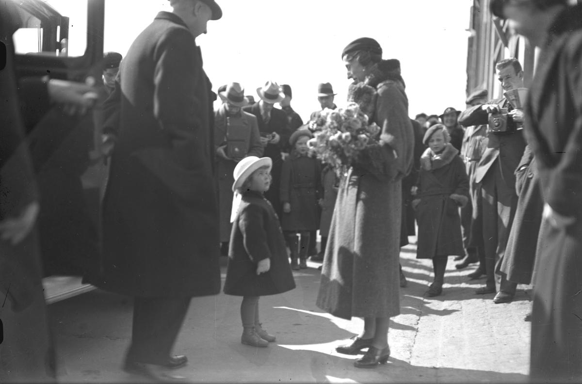 Kronprinsparet Gustav Adolf och Louise på besök i Gävle 1935.