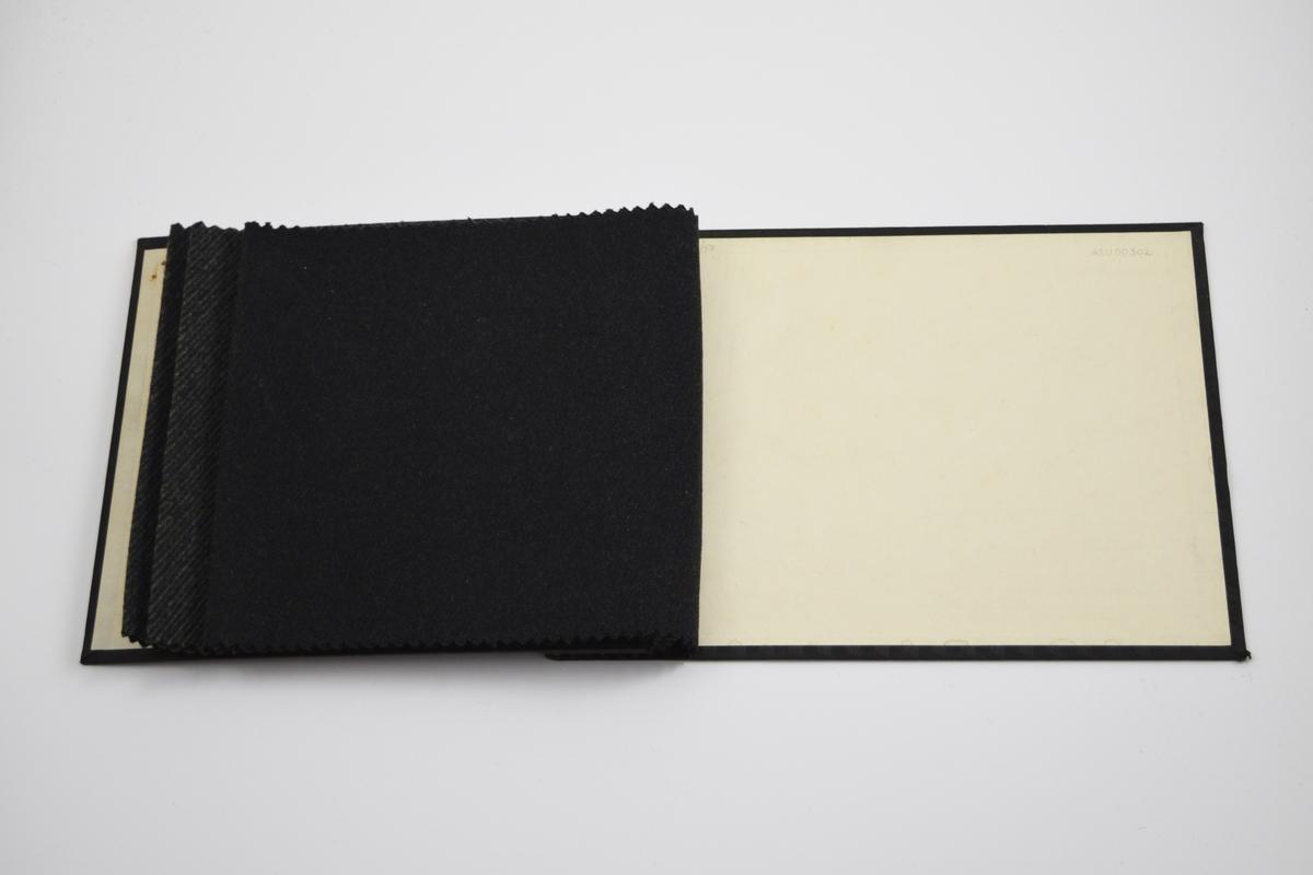 Ensfarget eller diskret diagonale striper.