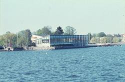 Restaurang Slottsholmen vid vattnet i Västervik.