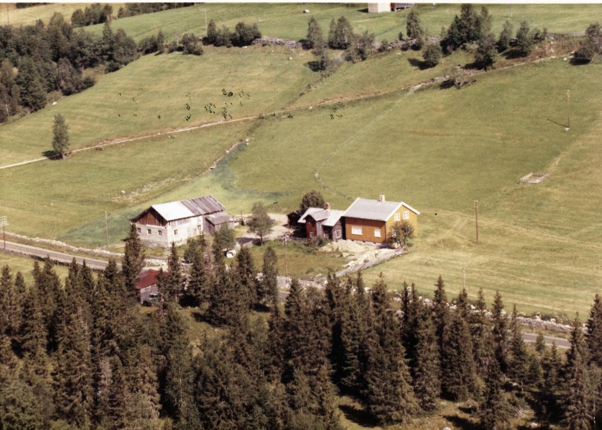 Skjelsvold (Kråkvolden), gamle bygninger, gult våningshus, Øvre Svatsum, Gausdal