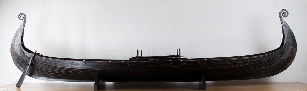 Modell av OSEBERGSKIPET.