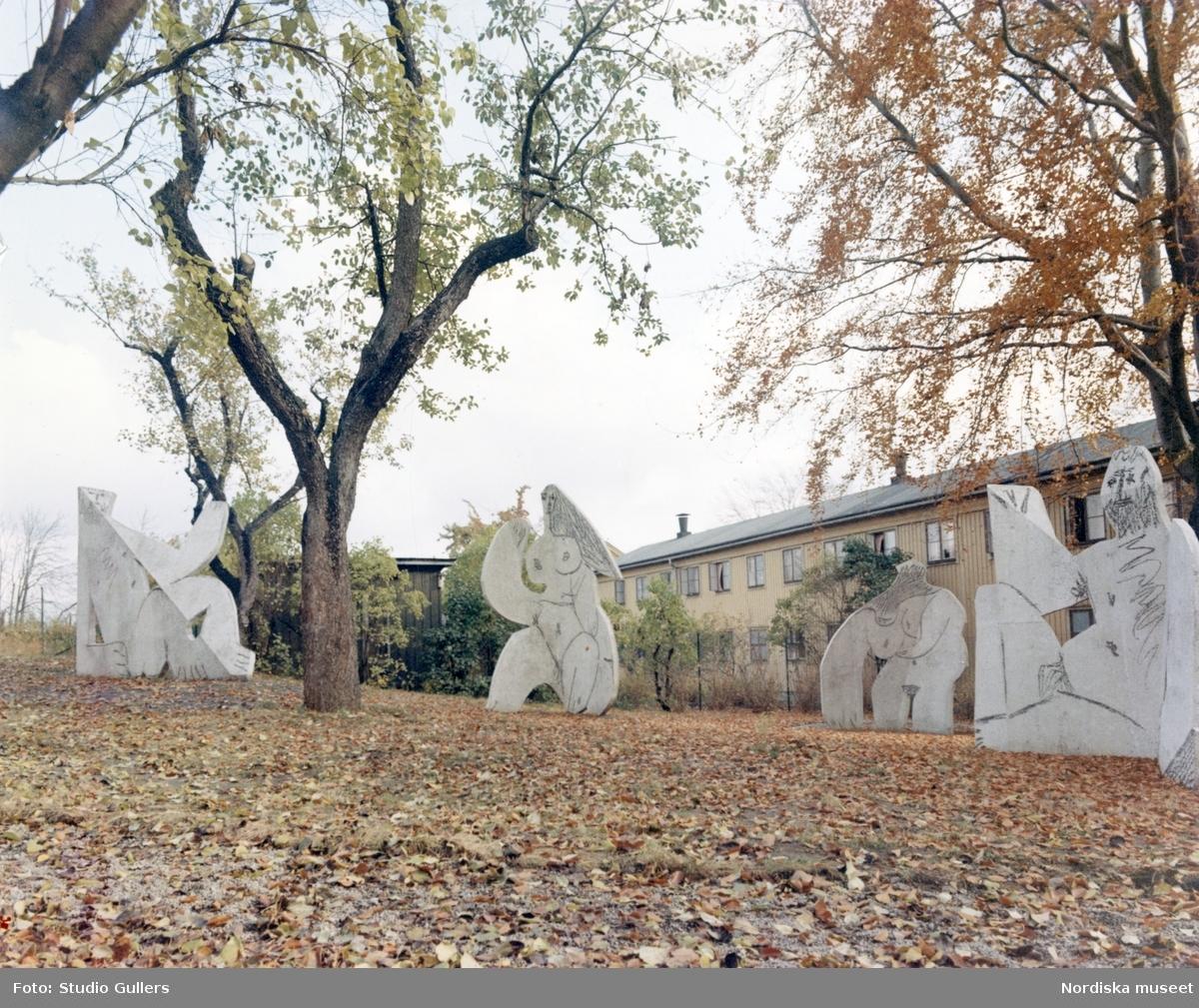 """Pablo Picassos skulpturgrupp """"Frukost i det gröna"""" på Skeppsholmen, Stockholm. Skulpturen ingår i Moderna Museets samling av utomhusskulpturer."""