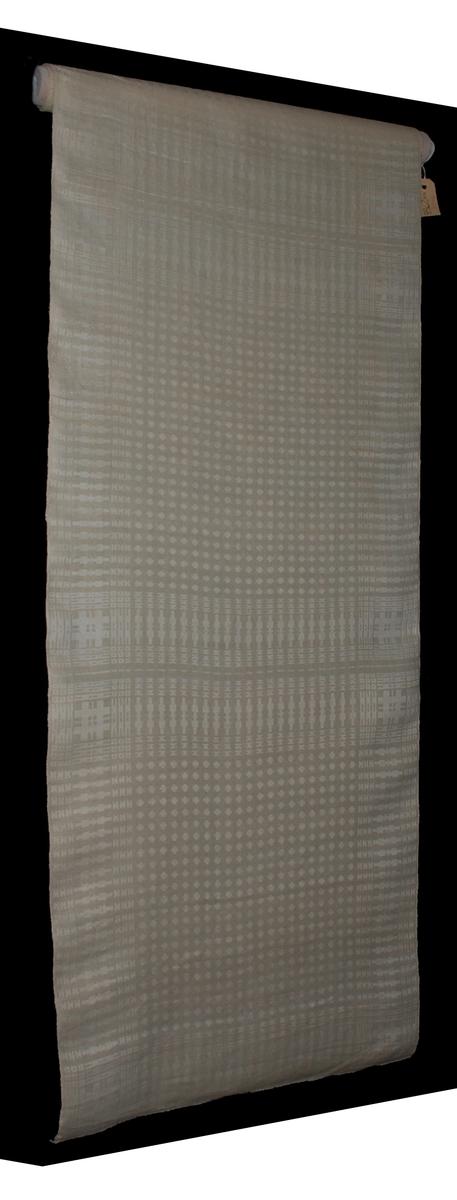 Servetter, 4 st., 220 x 53 cm, damastdräll. Ej ituklippta. Kvartsblekt lingarn, handspunnet lingarn i väften. Dukatmönster med bård. Västerbottens läns hemslöjdsförening, Umeå (119). Pris 20:25 kr.  Katalogiserad av Karin Nordenfelt, Elisabet Stavenow, Marie-Louise Wulfcrona-Dagel.
