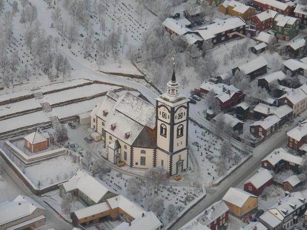 Røros kirke flyfoto (Foto/Photo)