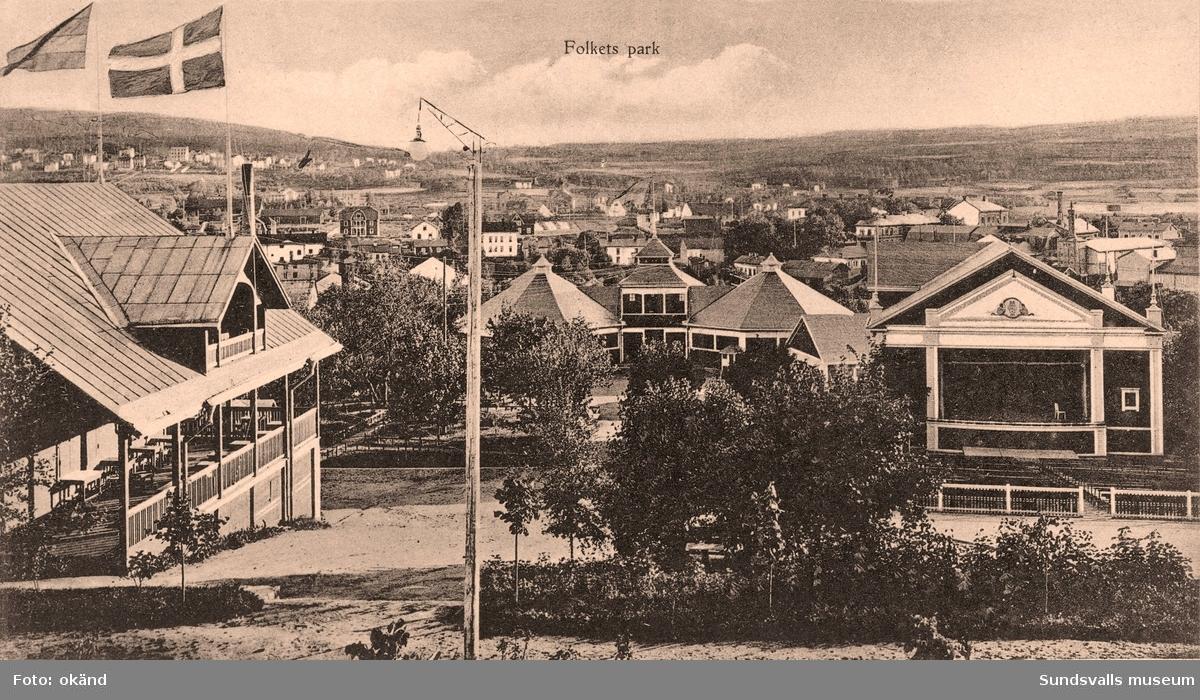 Folkets park i Sundsvall, med parkkaféet, rotundorna, spelhallen och scenhuset. Vykort.