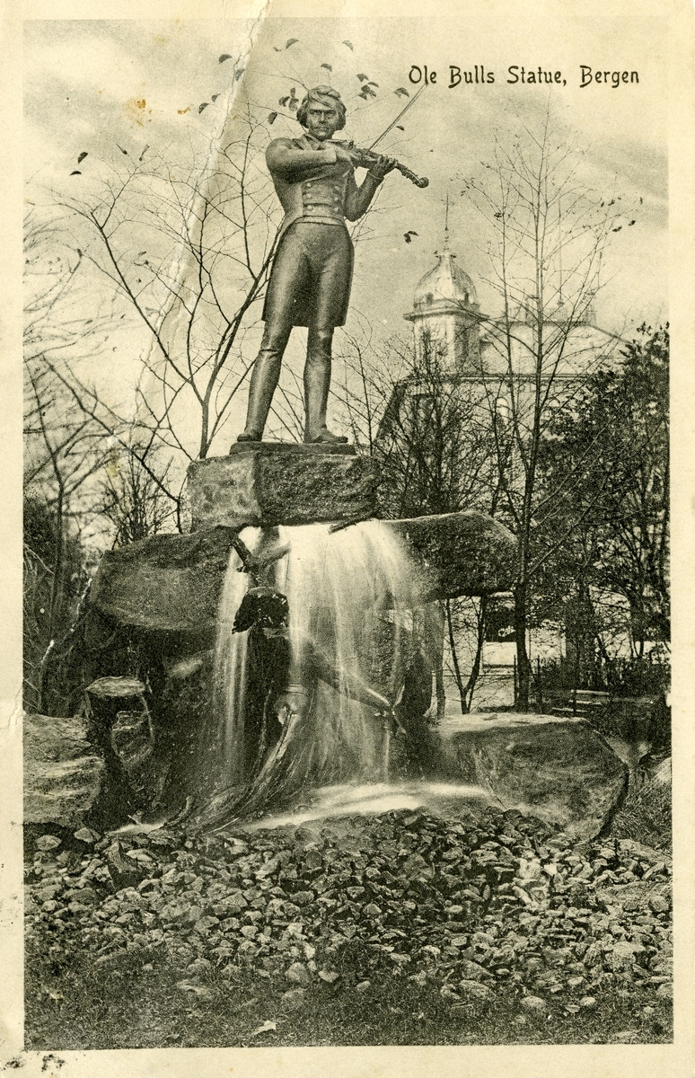 Prospektkort av Ole Bull-statuen i Bergen.