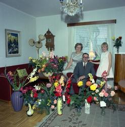 Valfrid Sundell med frun Edit och dottern Karin, Torsboda. F
