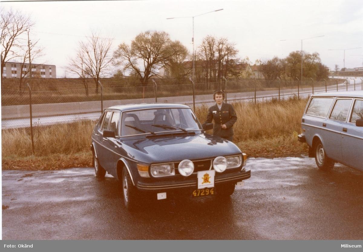 Johansson, Gudrun. Bilkåren. Regementschefens bil.
