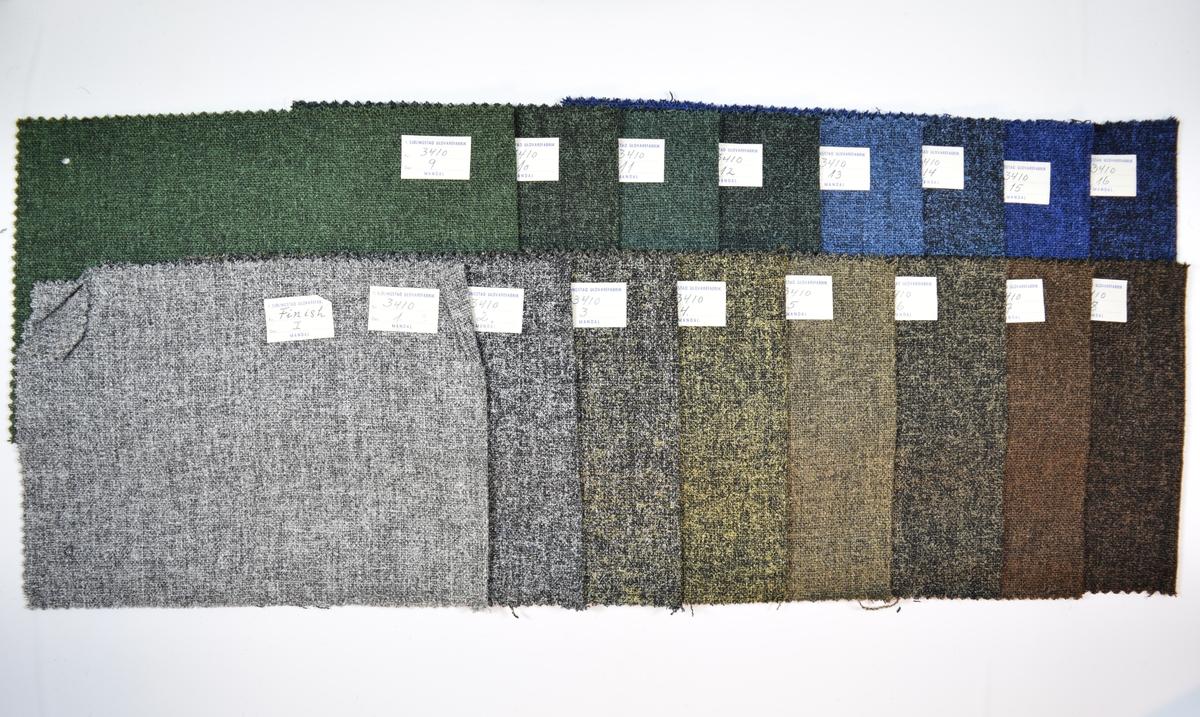 16 stoffprøver klippet med sikksakk-saks. Middels tykke melerte stoff i ulike farger, alle med noe glans/metallic. Toskaftbinding. Brettet på midten slik at formatet blir likt prøvene som finnes i prøvebøker fra Sjølingstad. Stoffprøvene har to runde hull langs margen for bli eller ha vært stiftet til bok eller hefte. Stoffene er merket med en firkantet papirlapp, limt til stoffet, hvor stoffnummer er fylt ut for hånd i et trykket skjema.   Stoff nummer.: 3410/1, 3410/2, 3410/3, 3410/4, 3410/5, 3410/6, 3410/7, 3410/8, 3410/9, 3410/10, 3410/11, 3410/12, 3410/13, 3410/14, 3410/15, 3410/16.