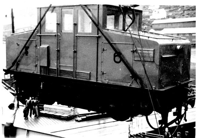 Nye lokomotiver ble levert i 1950. Her heises lok 6 til land.