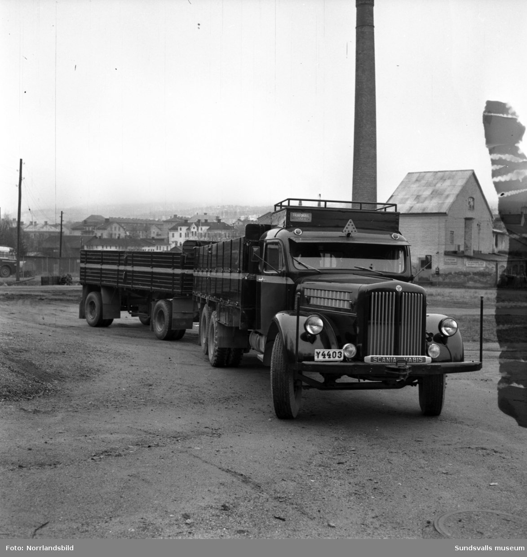 Scania Vabis lastbil med släp fotograferad vid Bil & Buss på Västermalm.