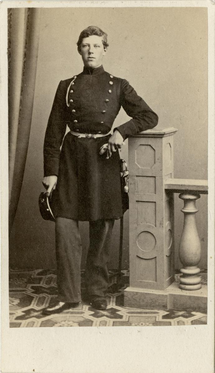 Porträtt av greve August Reinhold Louis Stackelberg, officer vid Andra livgrenadjärregementet I 5.  Se även bild AMA.0008464 och AMA.0009520.