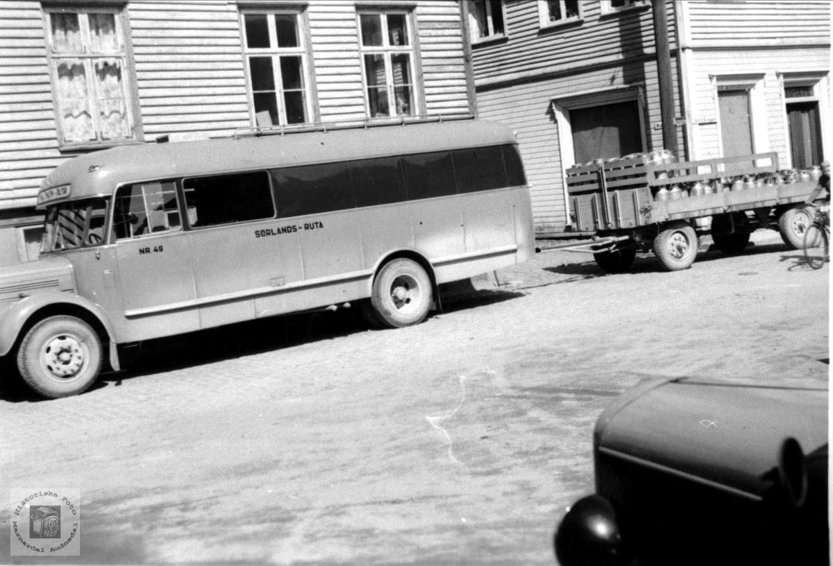 Mjølkebilen utafor Halse Meieri, Mandal
