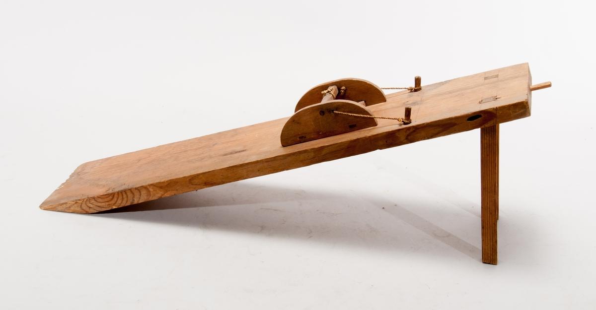Modell ur Polhems mekaniska alfabet. Text på föremålet: LXXVII.