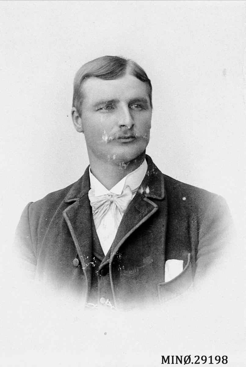 Portrett av mann. Peder H. Fløtten, Vestate i Alvdal