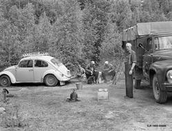 Lunsjpause ved Kvernfallet i elva Søndre Os i Åmot, Hedmark.