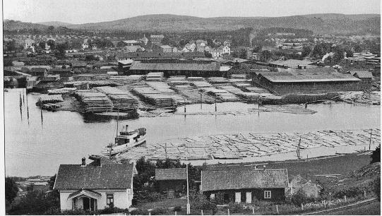 Lillestrøm, ca 1910-1920. Midt i bildet ser man takene på de fire Tærud-gårdene, oppført i 1880-årene.