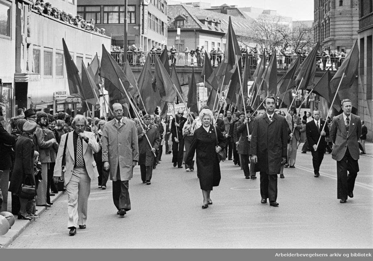 1. mai 1977 i Oslo.Demonstrasjonstog.Odvar Nordli, Ivar Ødegaard
