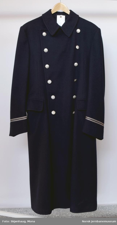 Uniformsfrakk. Dobbeltspent. 2 sølvstriper