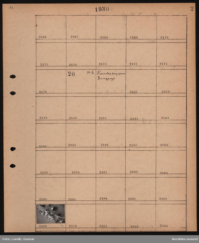 """Motiv: """"Franska kryssaren Dunqergue"""" (Dunkerque); Matroser på fartygsdäck. Troligen den franska kryssaren Duquesne på flottbesök i Stockholm."""