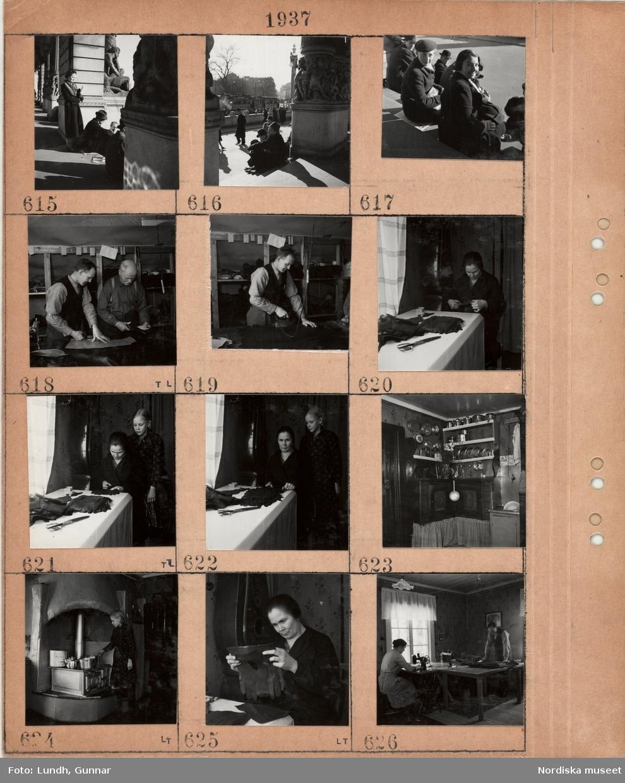 Motiv: Män och kvinnor i vårsolen på Dramatiska teaterns trappa i Stockholm, spårvagn, interiör skinnskrädderi, två män klipper till efter mönster, en man stryker, en kvinna sitter vid ett bord och syr ihop handskar en flicka står bredvid, rumshörn med skåp, hyllor, husgeråd, vask, flicka står vid en en järnspis med kokkärl, kvinna synar en tillklippt handske, kvinna sitter vid en symaskin, en man står vid ett bord och klipper till ett stycke skinn.