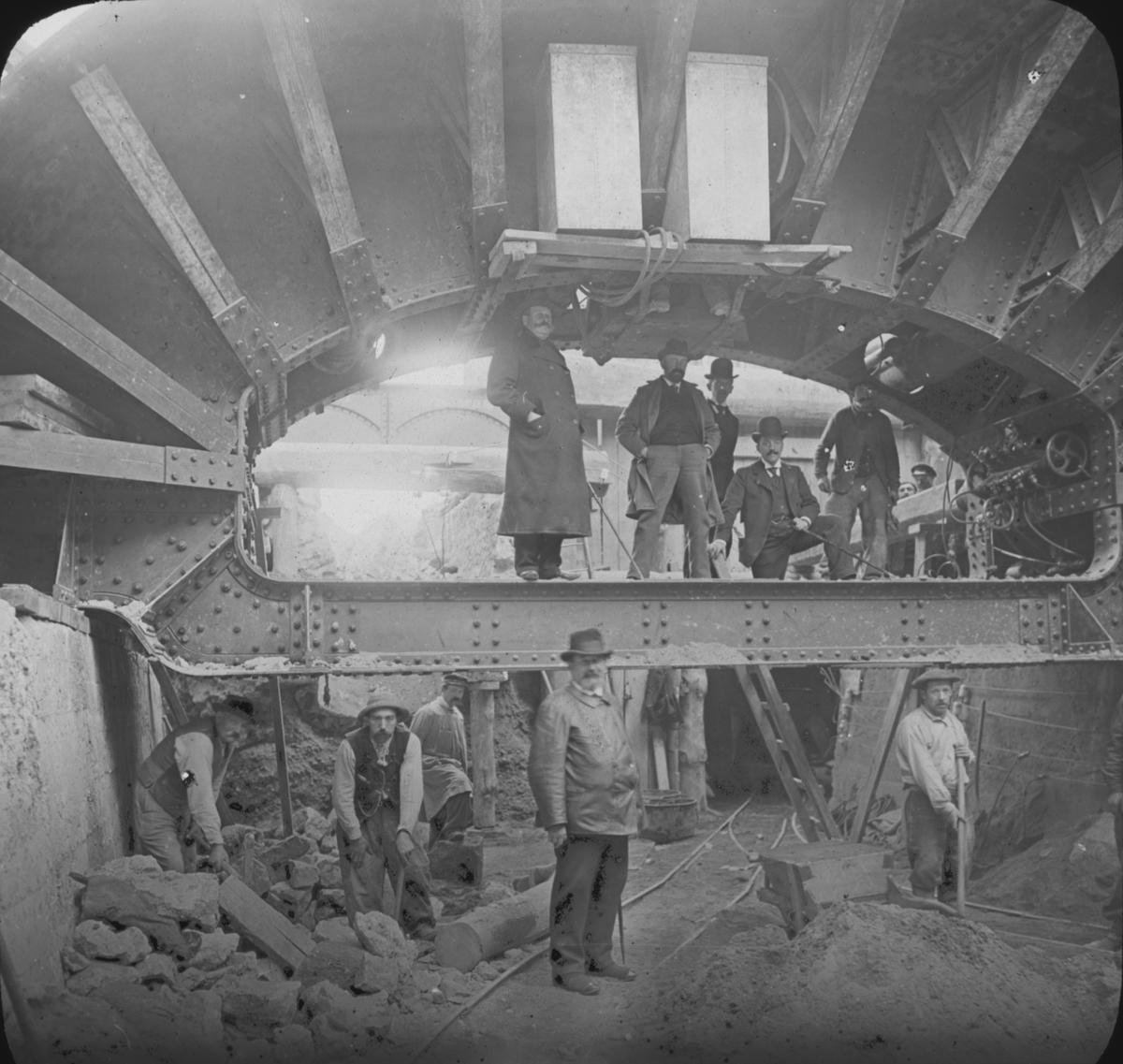 """Bygget av tunnelbanan i Paris 1899-1911. """"Le Métro de Paris""""."""