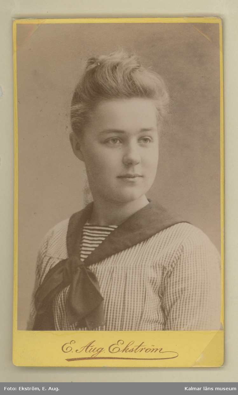 Ett av postmästare Lindquists barn.