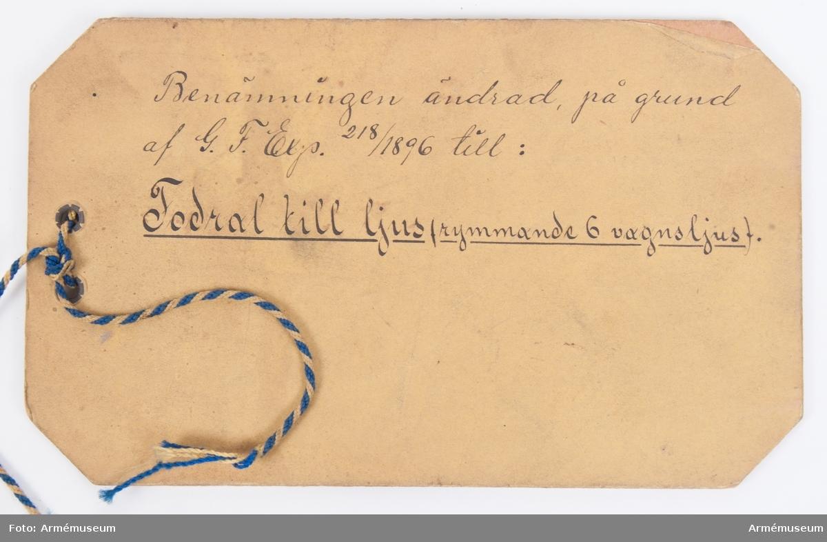 Grupp F I. Fodral rymmande 6 ljus till 8 cm föreställare m/1881.