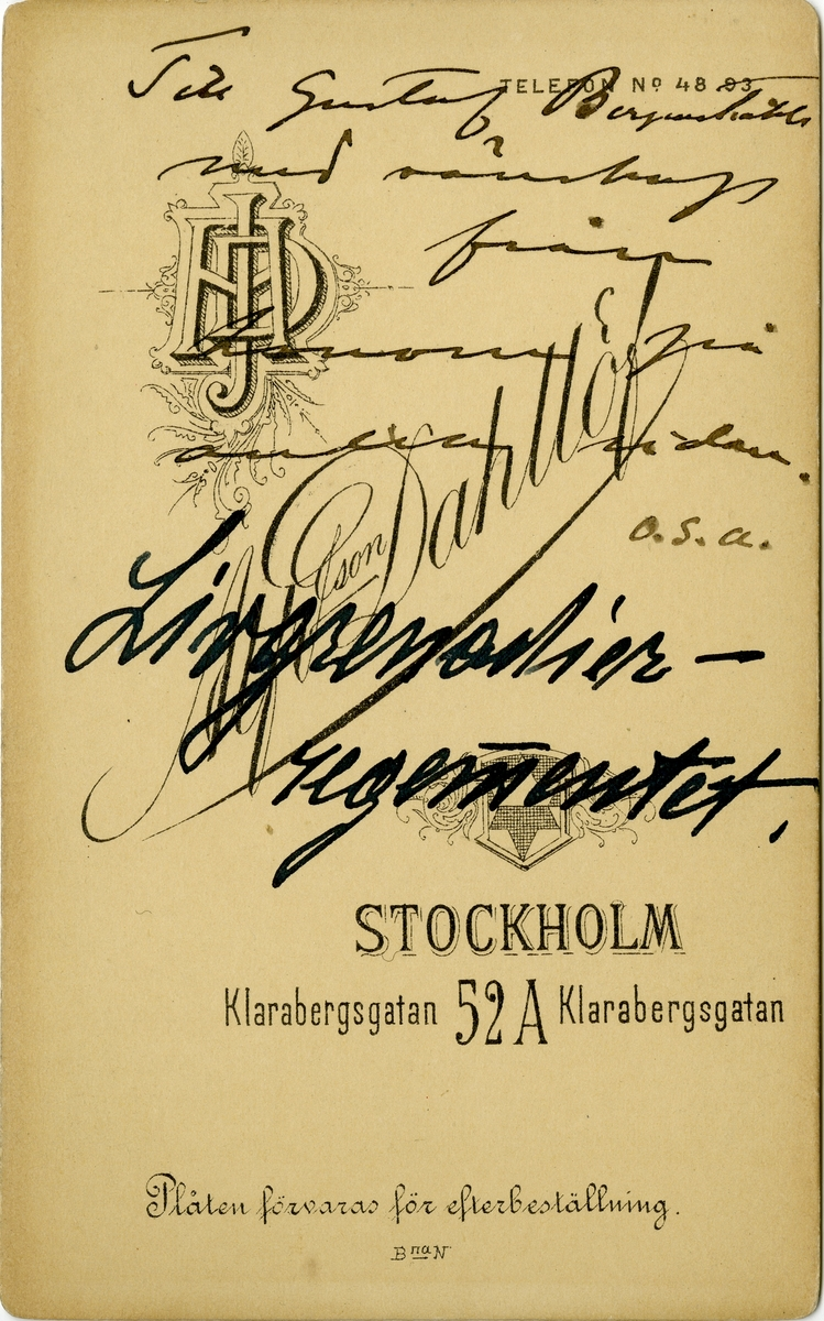 Porträtt av Per Adolf Emil Mohlin, officer vid Första livgrenadjärregementet I 4.  Se även bild AMA.0021742 och AMA.0021770.