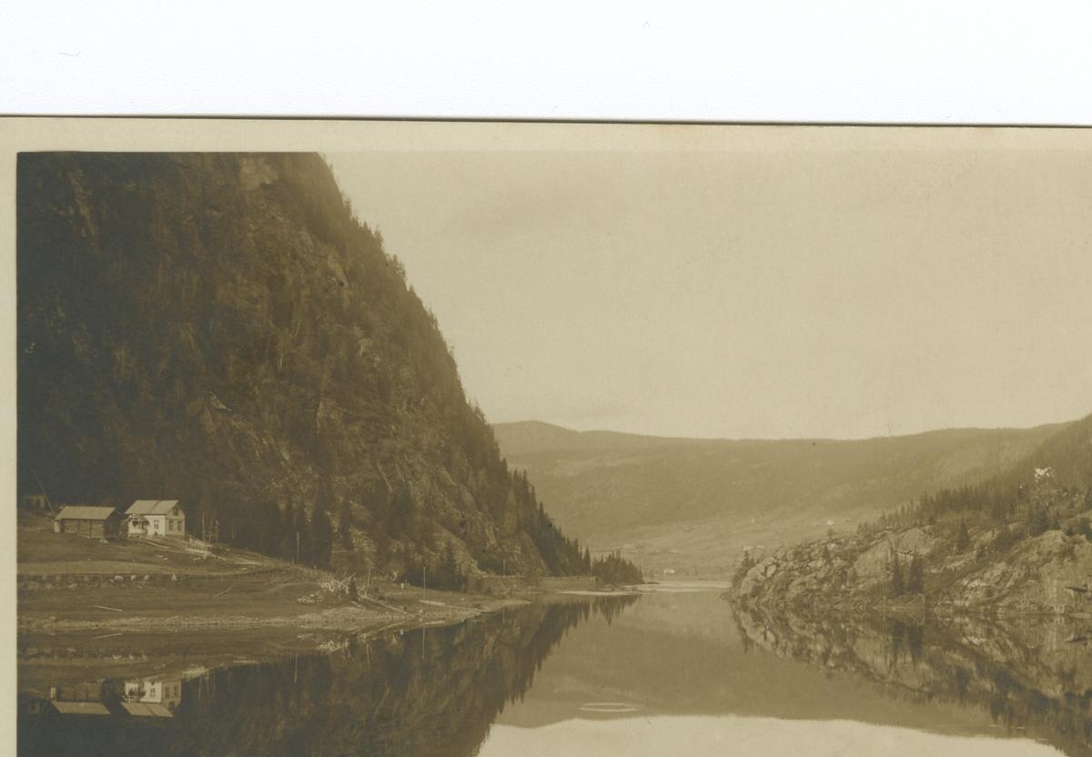 Elva begna, mot Bagn, med garden Sparkevik til venstre.