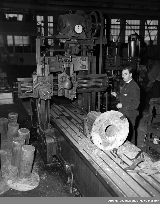 Rodeløkka: Rodeløkkens Maskinverksted. November 1950