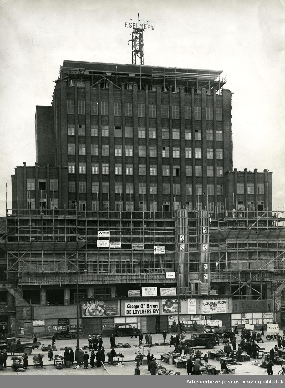 Folketeaterbygningen på Youngstorget under oppførelse,.høsten 1934.