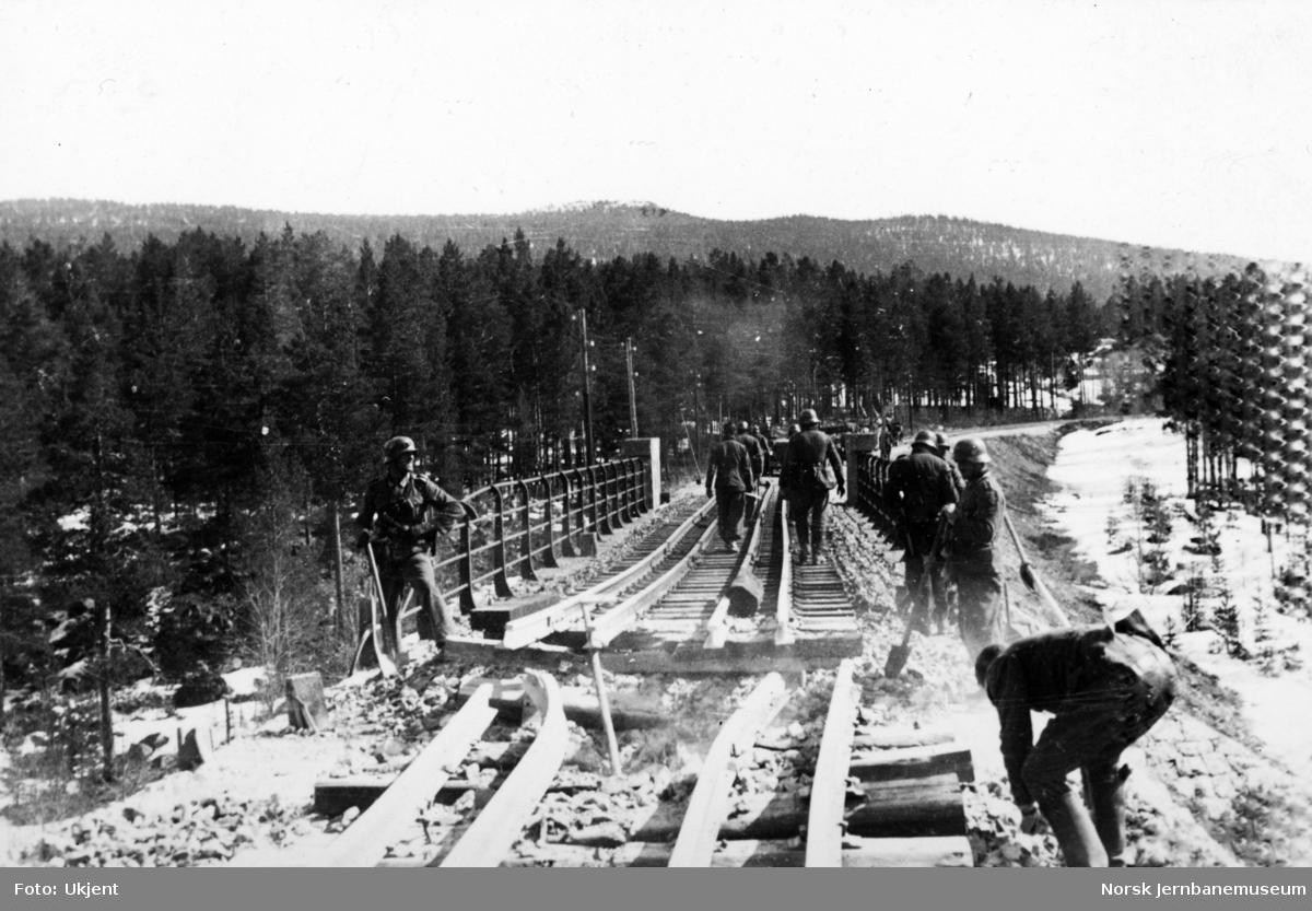 Reparasjon av jernbanebru etter felttoget