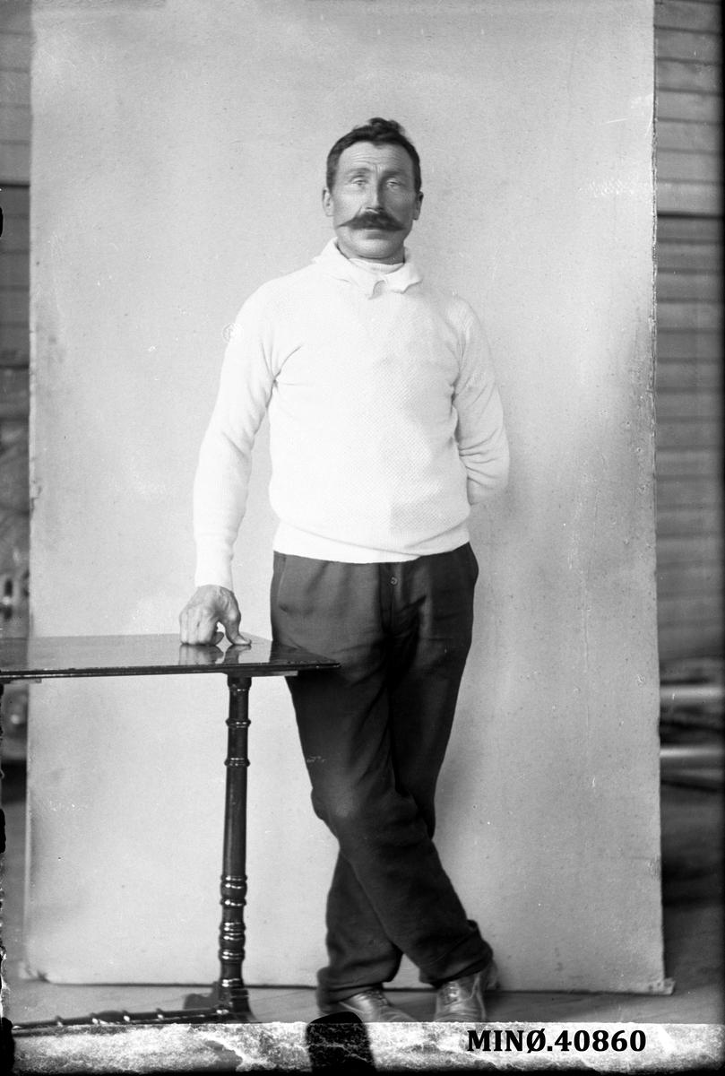 Portrett av mann - Ole H. Bakken