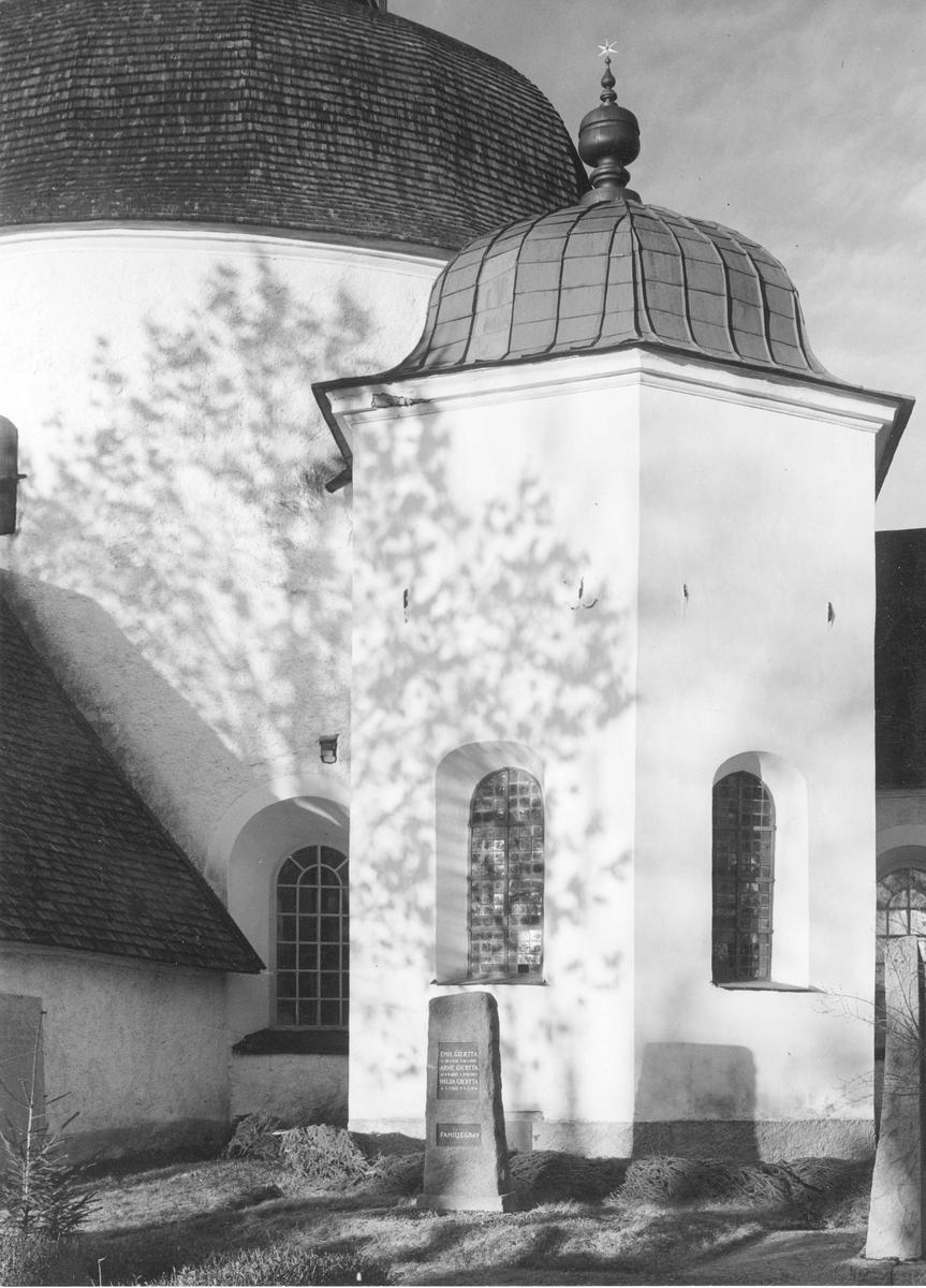 Gravkapellet vid Munsö kyrka efter restaureringen 1947.