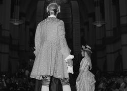 Modeparad på Nordiska museet i samband med öppnandet av Pari