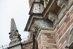 Detaljer huggna i sten på Nordiska museets västra sida