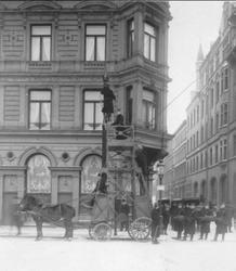 Linjebyggnadsövning i Stockholm 1905. Förstoring 36 x 32 cm.