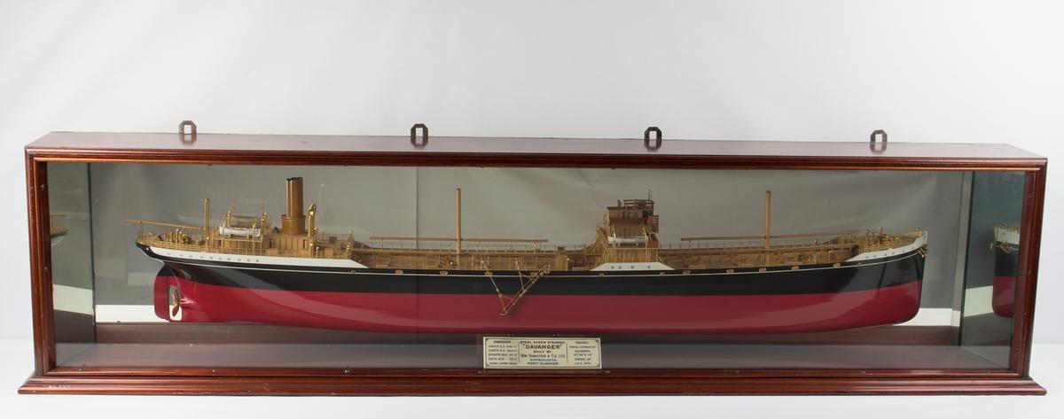 Halvmodell av DS DAVANGER på speil i originalt glassskap. Målestokk 1:96.
