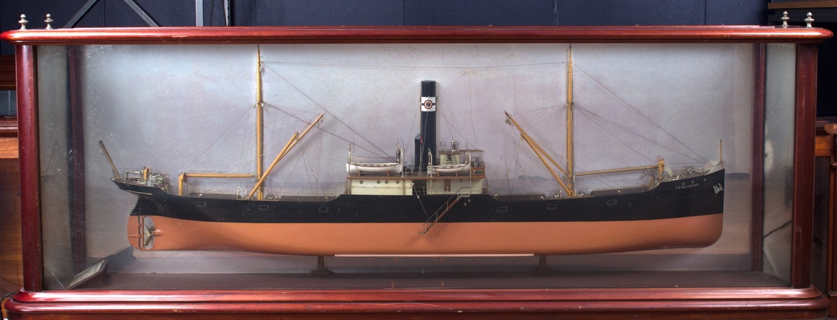 Halvmodell av P.G. HALVORSEN på speil i orginalt monter.