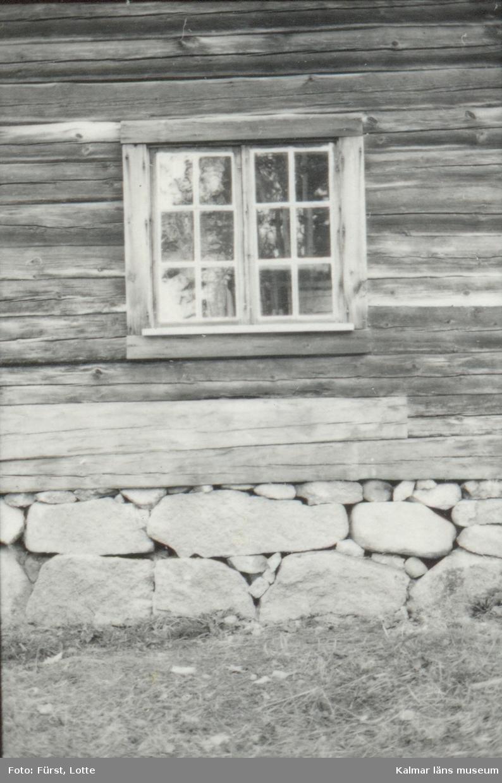 Ösjöfors handpappersbruk (Norrhult 1:7, 1:26). Bruksbyggnaden och mangårdsbyggnaden efter restaureringsåtgärder. Bruksbyggnaden, detalj med ny fönsterbräda.