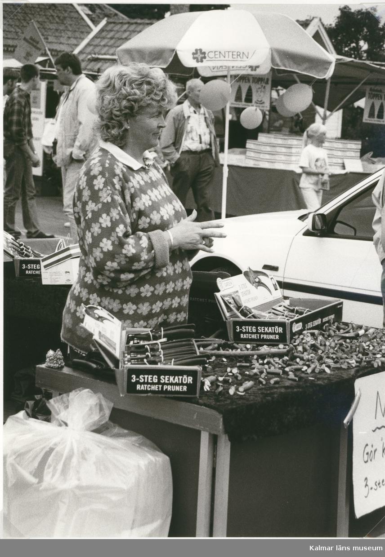 Försäljning av sekatörer på Algutsrums sommarmarknad 1996.