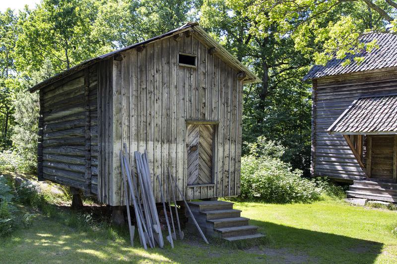 Stabbur fra Havsjødalen. Gjenoppført på Follo museum på begynnelsen av 1960-tallet. (Foto/Photo)