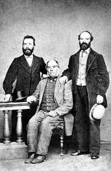 Far og to sønner hos fotografen,  fra Trøgstad  tidlig 1870-